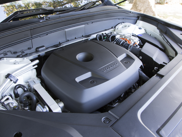 ▲エンジンとモーターの組み合わせによりJC08モード燃費を15.3km/Lに。EVモードでも35.4km走行可能