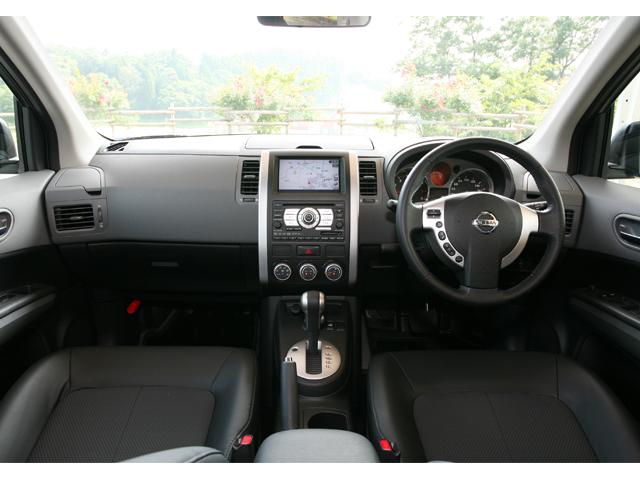 ▲運転席。ボタン類はシンプルで、全体的なカラーやデザインも落ち着いています。機能性は抜群です