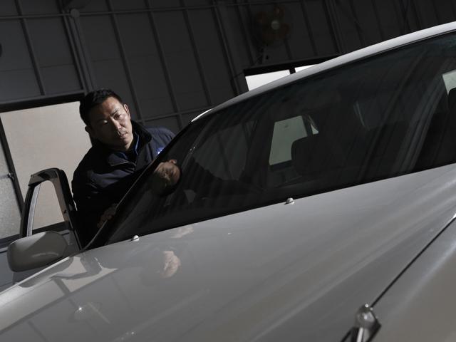 ▲認定車を検査する環境は場所によって異なるもの。どんな場所、どんな条件でも正確な検査を行うために、いろいろな工夫をしているそうです