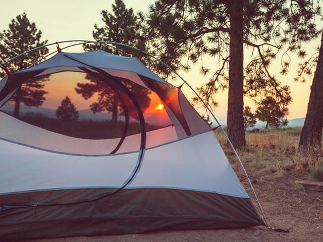▲2人でキャンプを楽しむなら道具はミニマム量でも平気ですし、後部座席も荷室として使えるので車は小さくても平気。その分、走破性重視で選びましょう
