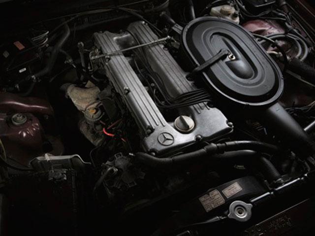 MERCEDES-BENZ W116 エンジン