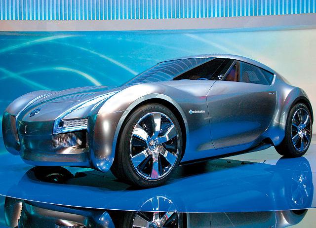 ▲2011年のジュネーブショーで発表された、エスフローは電動スポーツカーを想定したコンセプト。エクステリアはフェアレディZの血筋を連想させるデザインだ