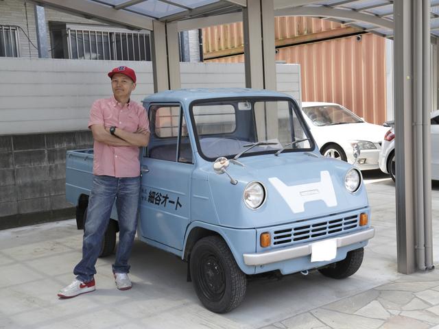 ▲1963年にデビューしたホンダ初の四輪自動車、T360。2人乗りの軽トラックで、エンジンがシートの下にあるキャブオーバータイプ