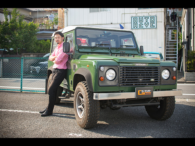 ▲某企業のビジネスマンとしてバリバリ働く浅岡さん。学生時代は世界を旅する男だった彼が週末の相棒に選んだのは、渋いカラーが光る本格クロカン。なぜ選んだのか、そして彼のカーライフとは