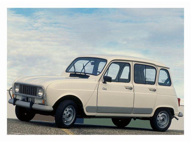 ▲61年から92年まで製造販売されたルノー 4。シトロエン 2CVを徹底的に研究したうえで開発投入されたモデルで、現代の道路でも2CV以上に「ある意味フツーの車」として走らせることができる