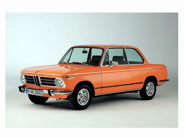 ▲こちらはBMW 3シリーズのご先祖様にあたるBMW 02シリーズで、写真は71年に投入されたインジェクション仕様「2002tii」のリコンストラクションモデル。BMWはこういった旧車のパーツ供給にかなり積極的な自動車メーカーだ