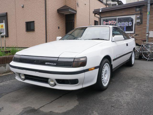 ▲対面した89年式セリカGT-FOUR。車全体としてのたたずまいというかオーラはなかなかのものとお見受けしたが、さすがに年式なりの塗装の劣化などは各部に散見される状態