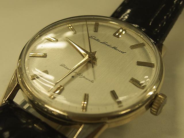 ▲筆者は時計マニアでもなんでもないのですが、とあるテレビドラマで主人公が着用しているのをみて衝動的に購入。登場は高級時計=海外製という図式が色濃かった1950年代後半です。通産省(当時)がその後実施した比較試験ではスイス製の高級時計を抑えトップとなるなど、最高級機の名にふさわしいモデルだった……らしいです