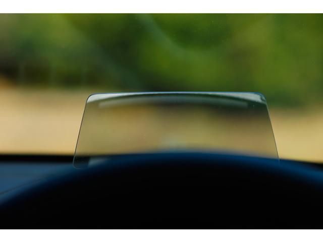 ▲アクティブ・ドライビング・ディスプレイ。車速やナビゲーションのルート誘導など走行時に必要な情報が表示されます