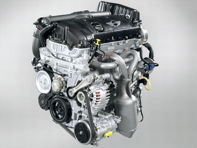 ▲旧型ミニのエンジンはBMWがプジョー・シトロエンと共同開発したもの。組み合わされるATは初代のCVTからアイシンAW製の6速ATへと変更された
