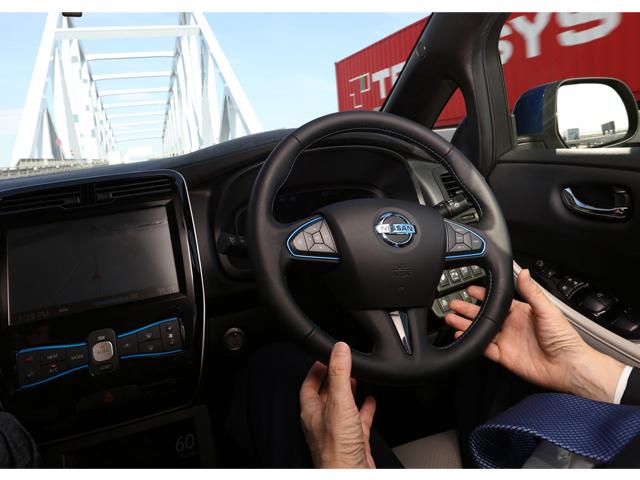 ▲自動運転を盛んにプロモーションしている日産自動車の自動運転デモ車の公道走行。ハンドルを握っていないドライバーの映像も、近年ではさほど驚かない光景になりました