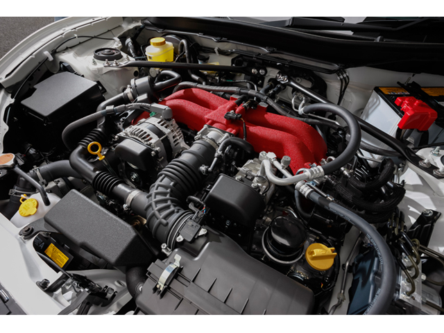 ▲最大出力は207ps(152kW)、最大トルク212N・m(21.6kgf・m)とパワーアップしたエンジン。吸気ダクトの形状変更、またインテークマニホールドの材質をアルミ化している