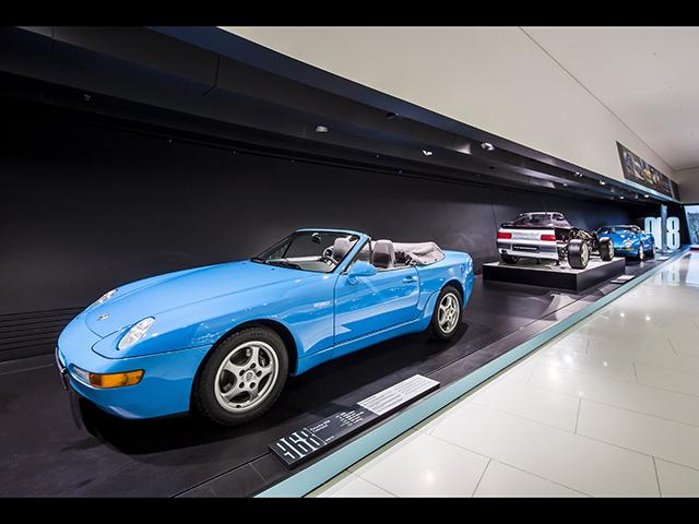 ▲FRポルシェの最後を飾るのが1991年デビューの968。944の後継にあたり、同じくカブリオレモデルも設定されました。1995年に968の生産が終了して以後、ボクスターや996型の登場でポルシェのラインナップは大きく変わることとなります