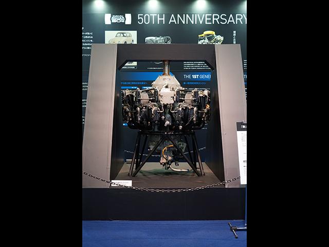 ▲ブースに展示されていた中島飛行機製の航空機用エンジン「栄」。ゼロ戦をはじめ多くの軍用機に採用され、2万基以上が生産されました。星形14気筒+スーパーチャージャーという構成になっています