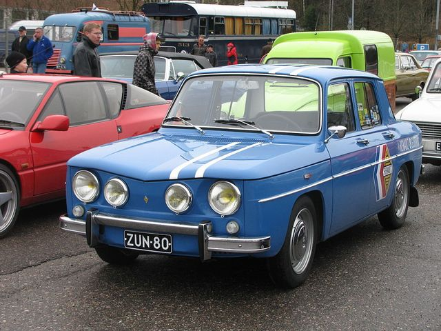 ▲こちらはルノー 8。62年から71年まで販売されたルノーのRRセダンだ。写真はパワフルなエンジンを搭載した人気モデル、ルノー 8 ゴルディーニ 1100