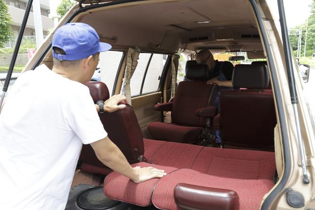 ▲Boseさんが太鼓判を押す2列目回転シート。「これ、本当に便利なんだよ。車の中でしゃべるのも向かい合うだけでこんなに楽しいんだって驚いた」