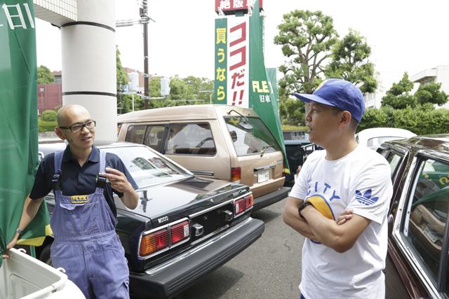 ▲フレックスオートレビューの横田部長(左)とBoseさんの間には共通の友人がいることが発覚し大いに盛り上がります。広い意味での車つながりの友情かもしれませんね