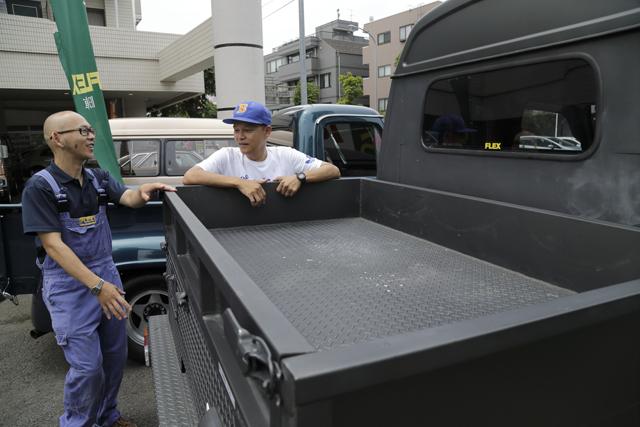 ▲「ここに荷物を積むなら、ケースなどにもこだわりたいね」とBoseさん。軍用品が似合いそうです