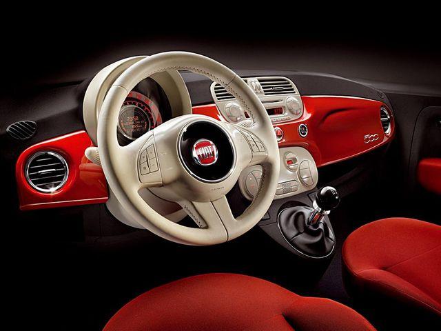 ▲フィアット 500初期モデル(08年~10年)のインパネまわり。この絶妙なデザインや色使いの見事さは、やっぱりイタリア車ならではのものかもしれません