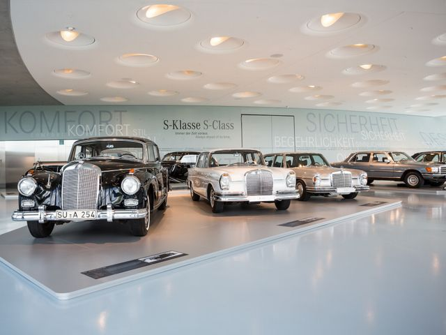 ▲シュトゥットガルトのメルセデス・ベンツミュージアムに並ぶ往年のSクラス