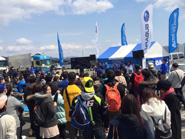 ▲2016年3月に栃木県佐野市にある聖地スバル研究実験センター(通称:SKC)で開催されたファンミーティングの様子。抽選で選ばれた1000台、2500人が集まり交流を深めた