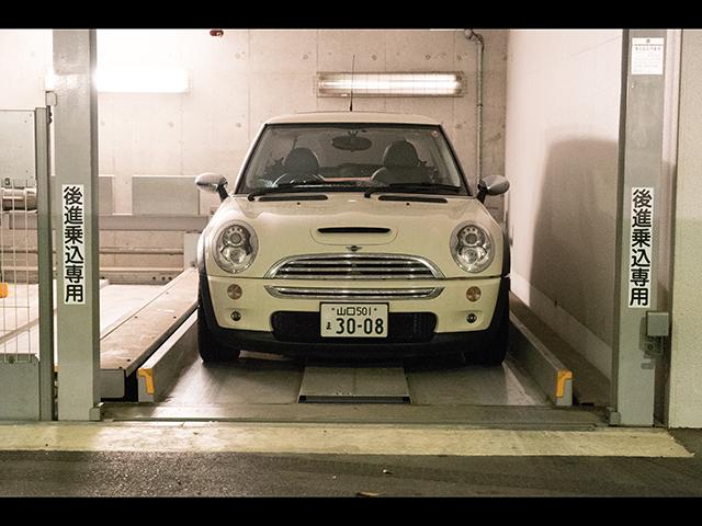 ▲写真は筆者が利用していた駐車場。機械式で横幅は1750mmまでと小ぶりで、車探しの際にもその幅が条件の一つとなっていました