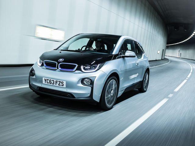 ▲BMWのコンパクトEV「i3」。当然ながら排出ガスはゼロ。いつかはこういった車へ完全に移行する必要があるのなら、いっそ今すぐ移行しちゃうのもオツなのかも?
