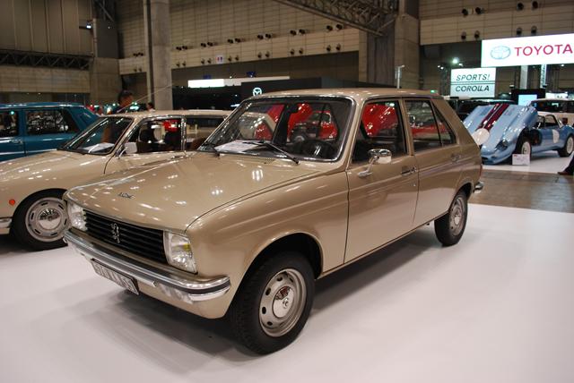 ▲ルノー 5のライバルモデルだったプジョー 104は、1972年から1988年まで生産されたモデルです。この104(300万円)は1977年式で、走行わずか2200kmという奇跡の1台