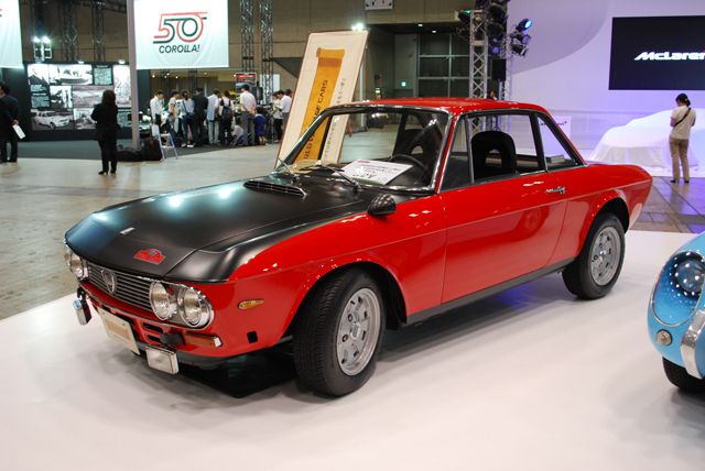 ▲1963年から1976年まで製造されたランチア フルヴィア。展示車両の1973年式クーペ1.3Sモンテカルロ(527万円)は、1.3LのV型4気筒を縦置きにした前輪駆動という凝ったメカニズムを採用しています。WRCでも活躍したモデルで1972年にはモンテカルロラリーで優勝しました