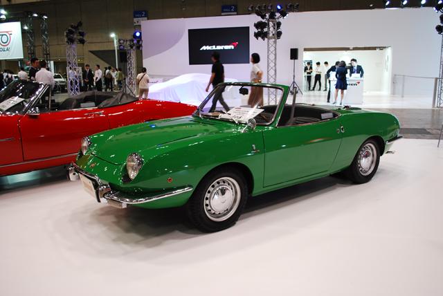 ▲1964年から1973年まで製造されたフィアット 850。オープンモデルのスパイダーは1965年デビュー。デザインはベルトーネに在籍していたジウジアーロが担当しています。展示車両(408万円)は1972年で、排気量が0.9Lに拡大された850スポルト・スパイダーと呼ばれるモデルです