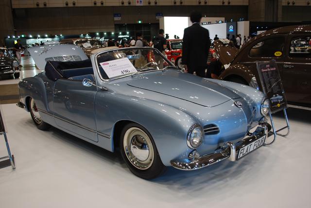 ▲タイプ1をベースにコーチビルダーのカルマン社が作ったカルマンギアには、クーペとカブリオレが存在します。展示車両は1959年式(496万円)。流れるようなボディデザインが美しいですね