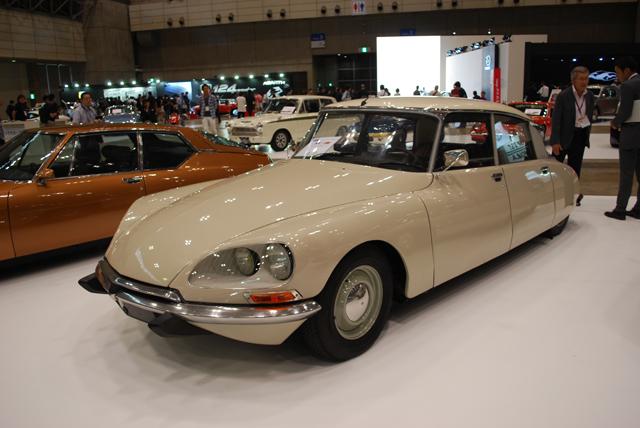 ▲420万円のプライスタグが付けられた1972年式シトロエン DSスペシャル。1955年にデビューした前衛的なデザインのこのモデル。現在のシトロエンが展開するDSブランドもこの車名からきています