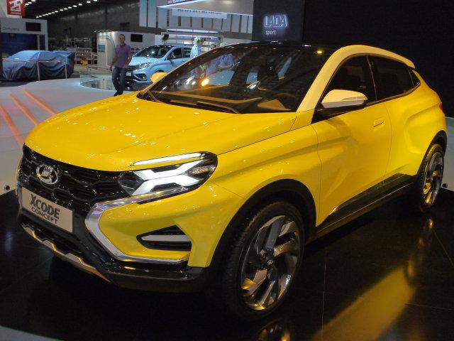 ▲すでに市場デビューを果たしている、Xレイやベスタの流れをくんだ、SUVクーペスタイルを採用するコンセプトカー。ラーダ最新トレンドの特徴的なサイドのプレスラインが目を引く。ターボエンジンを搭載した4WDモデル