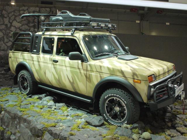 ▲ラーダ4×4の後部を荷台化したモデルは公式サイトには載っていないが、VAZ2329として存在するようだ。実用向けのトラックをデコレートした展示車は、バンパープロテクターやサイドステップなどが備わる、狩猟バージョン