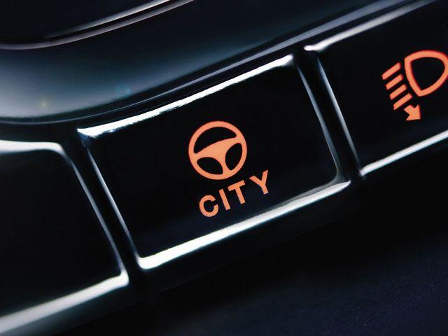 ▲ちなみにこのボタンはセミATのデュアロジックを普通のオートマと同じように操作できる「CITYモード」のボタン。購入前にいちおう最終的な試乗確認は軽く行った方がいでしょう
