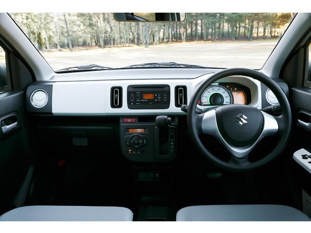▲運転席まわりはこんな感じ。細かな収納機能は一見して分らないのですが、乗ってみれば実用性は実感できるはず