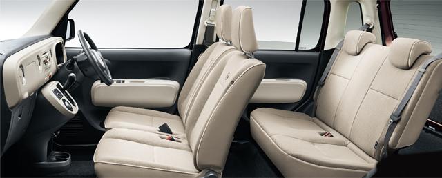 ▲カラーの豊富さは外装だけでなく内装も。写真はココアXのシートですが、シートの色も選べるので、ブラウンやピンクベージュのシートの物件に出会えるかも!?