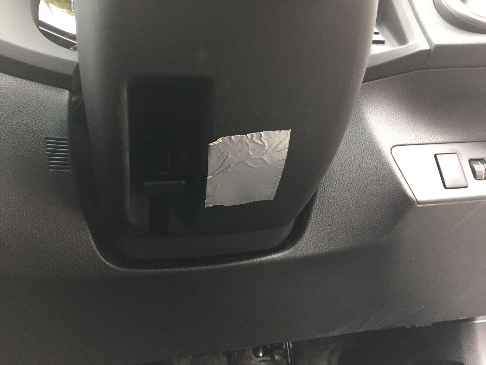 ▲ハンドルの下に貼るだけで、空力装置に早変わり。これだけでも違いが分かる
