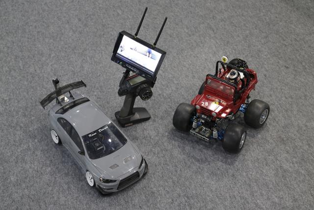 ▲ドライバー目線で操作できるよう、カメラを設置。車やホビー関連以外にもアンテナを張りめぐらせて、想像力を高めているそう