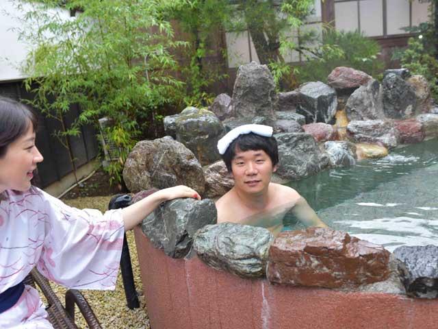 ▲小雨の中のお風呂がいい感じ。体は内風呂で洗えばいいし