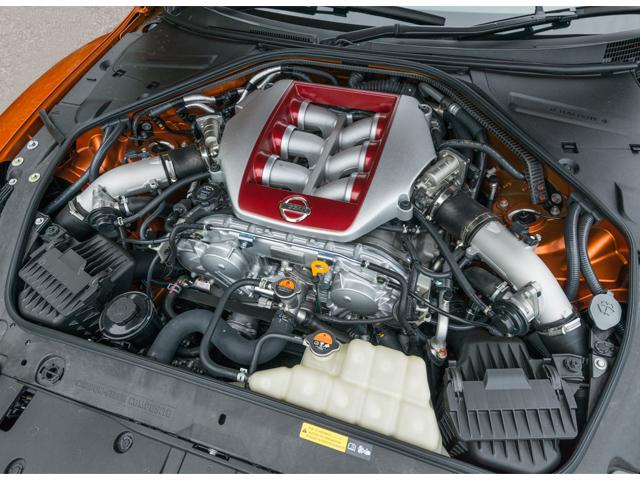 ▲3.8リッター24バルブV6ツインターボエンジン。軽く踏み込んだだけでも信じられないほどスムーズに加速し、ターボであることを忘れさせるリニアなエンジン特性だった