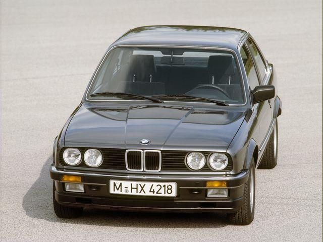 ▲日本では83年に登場した2代目BMW 3シリーズ。直6または直4のSOHCを搭載するコンパクトなFRで、セダンの他クーペとカブリオレ、ツーリング(ステーションワゴン)も存在した