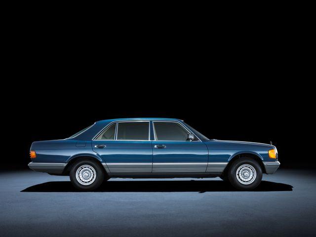 ▲80年代はじめから90年代初頭まで大活躍したW126。メルセデスが「Sクラス」という名称を使うようになってから数えて2代目のモデルで、80年代当時はやや下品な改造が施された個体も多かった