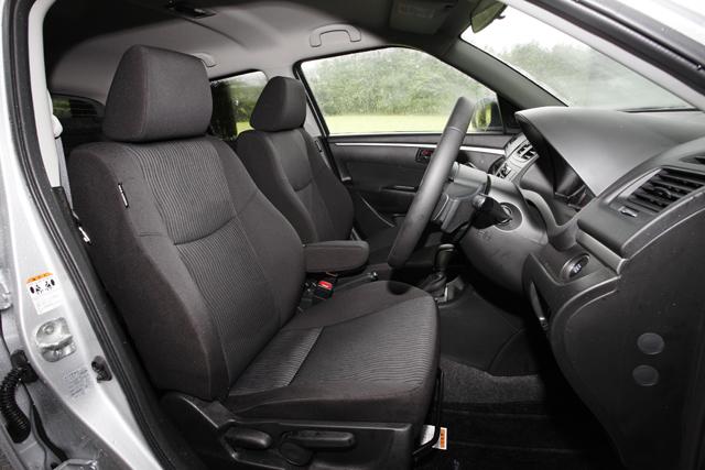 ▲黒を基調としたシンプルな車内。コンパクトカーといえどチープさは感じられず、クチコミには「輸入車のような上品さがある」とのコメントも