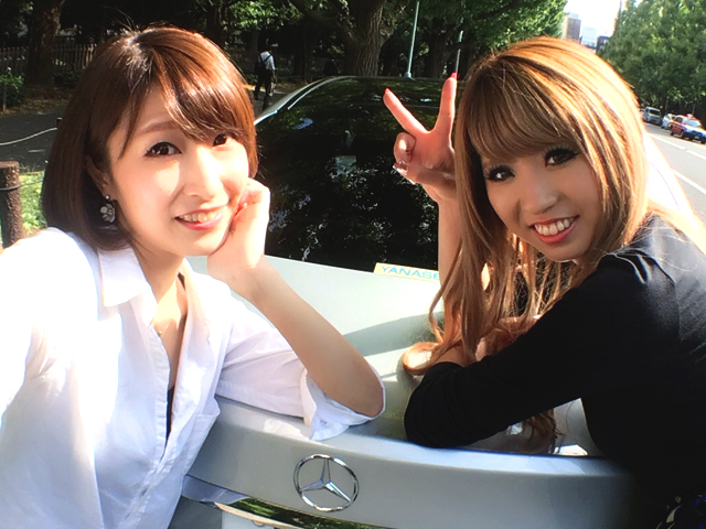 ▲同じく助手席担当のライター 恭子ちゃんに協力してもらい、実践ドライブへ!