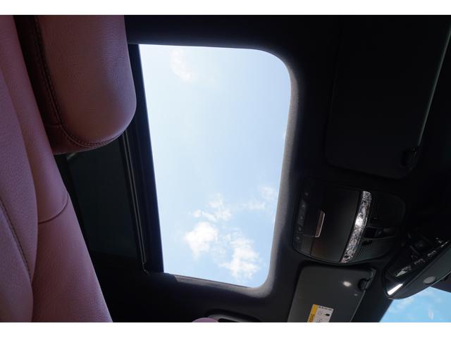 ▲乗車したら、まず天井を確認! 「すごーい! これ、開けてもいい?」と可愛くおねだりすれば、男性も悪い気はしないはず