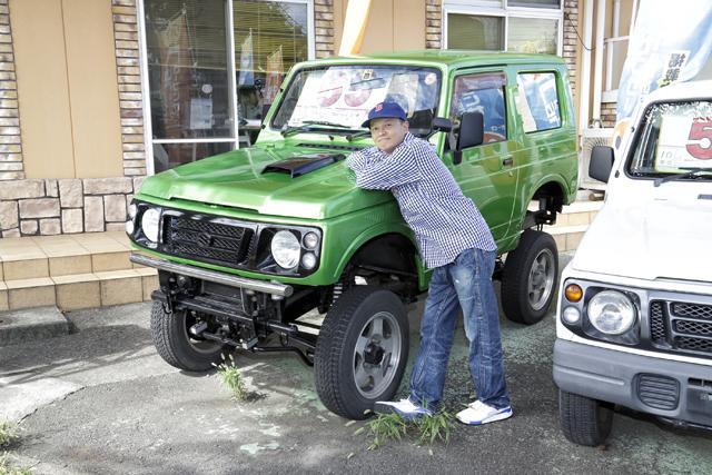 ▲リフトアップ&オールペンされたJA22型ジムニー。現在でも人気が高く、MTで走行10万km未満だと車両価格100万円以上するものも珍しくありません