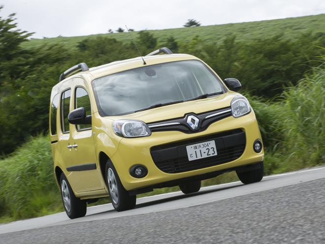 ▲導入以来、国内のルノー車販売の半数を占める人気モデル。6MTと4ATに加え、新たにデュアルクラッチトランスミッション(EDC6速)搭載モデルが追加設定された