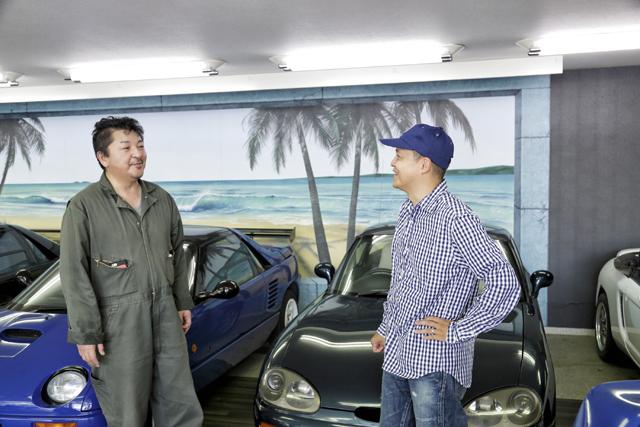 ▲中島店長(左)にAZ-1の乗り味を聞くBoseさん。ゴーカートフィーリングを直に味わえなくて残念そうでした