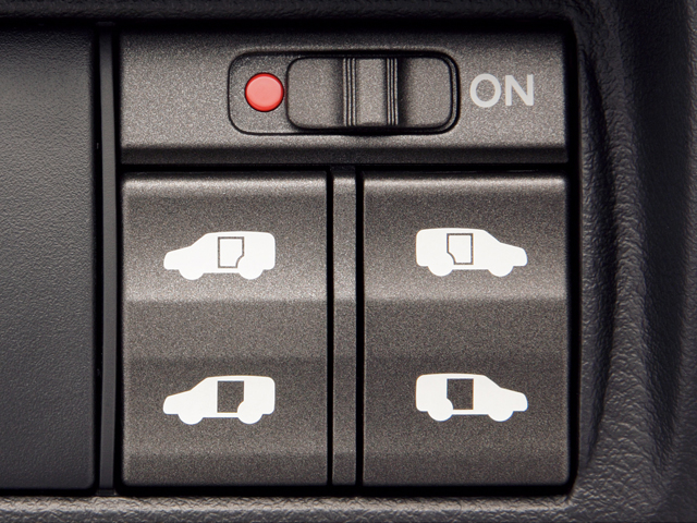 ▲自動スライドドア開閉用の運転席スイッチ
